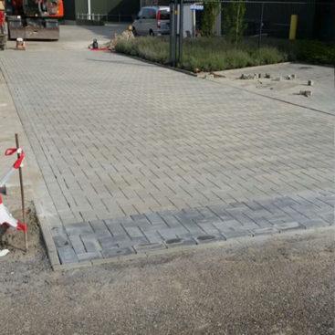 Bestrating oprit bedrijventerrein Vogelwaarde 740x740